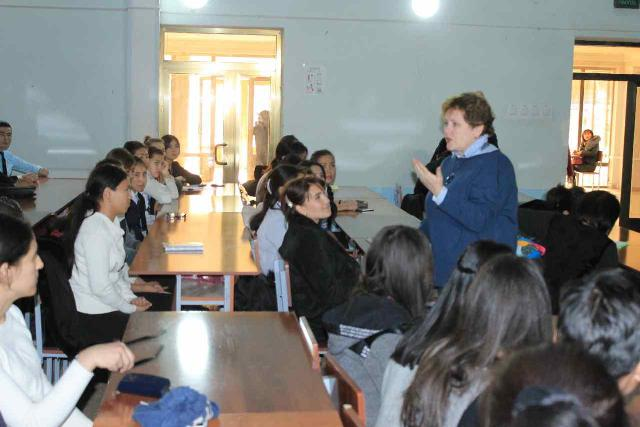 1 - The Russian scholar, professor E.F. Shafranskaya gave a demo lecture to the students of the faculty of foreign languages of the institute