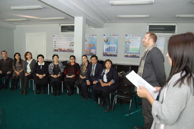 DSC 8985 - A well-known American scholar held a seminar-training  in English at the institute