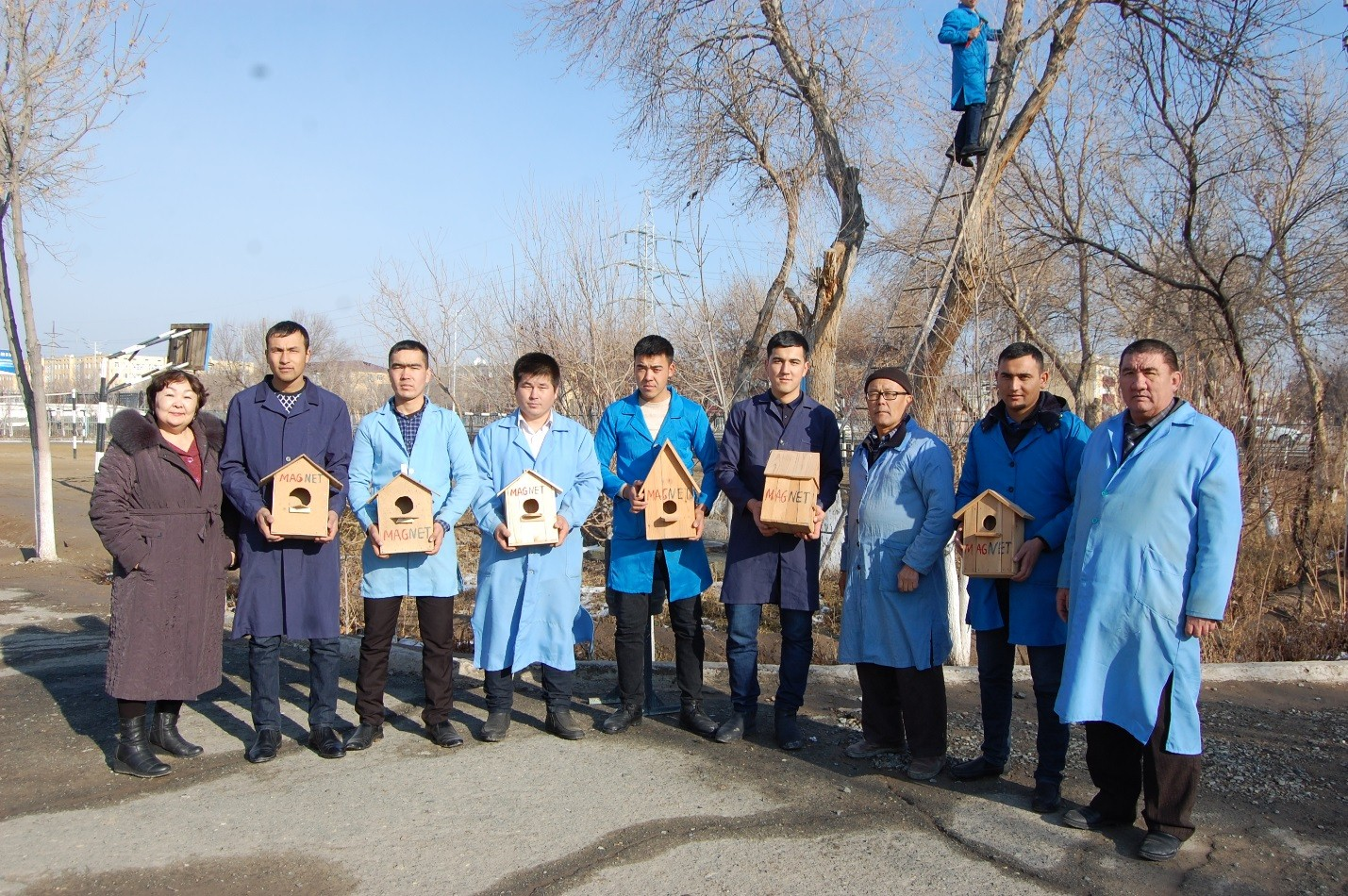 erasmus1 - Participants of Erasmus+ MAGNET project and students of NukSPI showed their concern for birds and hanged the nesting boxes on the trees of the territory adjacent to the Physics-Mathematics department.