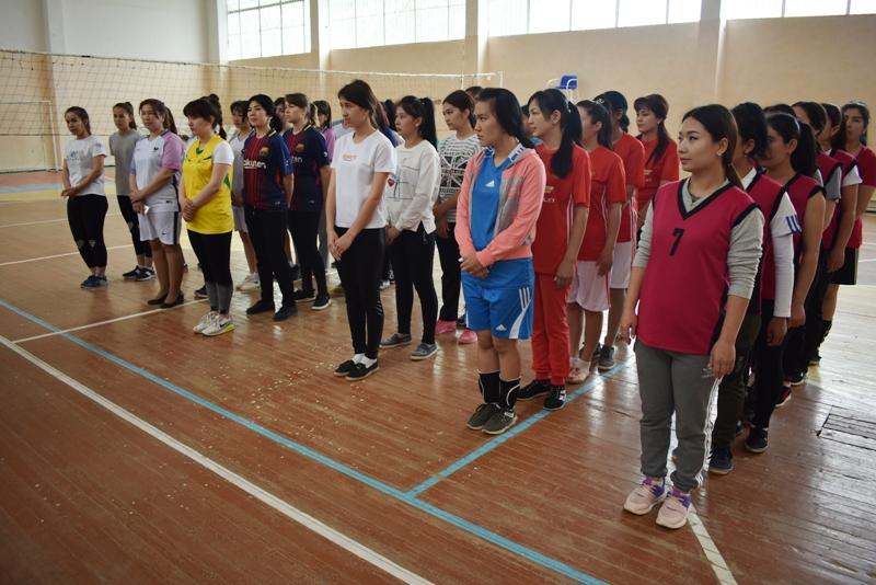 DSC 0033 - Ҳаял-қызлар арасында волейболдан «Ректор кубогы» жарысы өткерилмекте