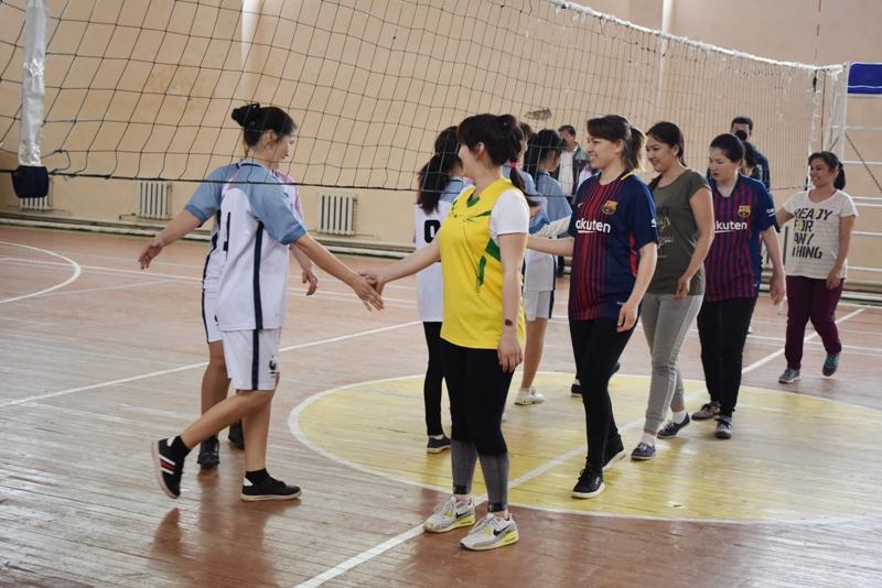 DSC 0100 - Ҳаял-қызлар арасында волейболдан «Ректор кубогы» жарысы өткерилмекте