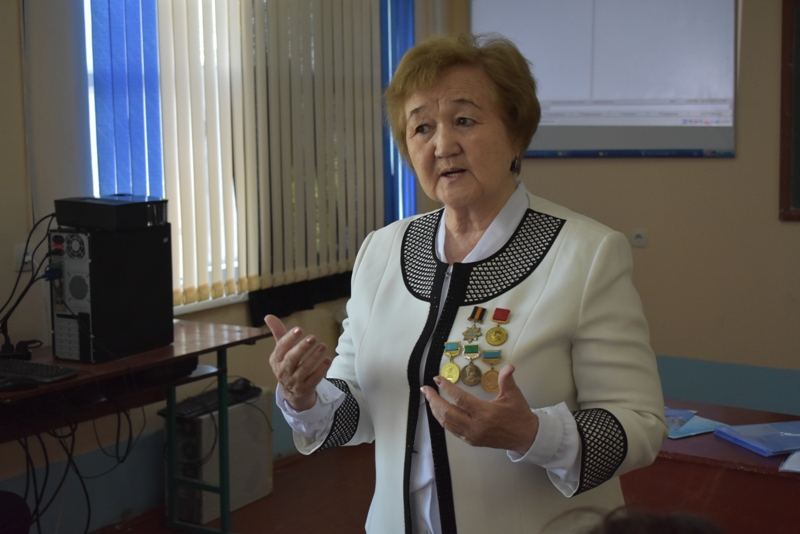 DSC 1587 - There was held a lesson by Kazakh Professor at Nukus State Pedagogical Institute at the faculty of preschool and primary education