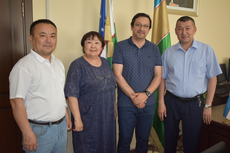 DSC 1756 - Lecture of Portuguese  professor for the students of Nukus State Pedagogical Institute