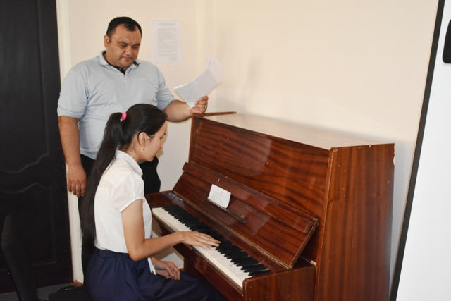 DSC 0098 - Professional creative examinations have been started in Nukus State Pedagogical Institute