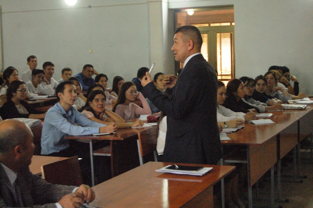 "DSC 3818 - The rector of Nukus SPI explained  students about the studies ""with scholarship"" and ""without scholarship"""