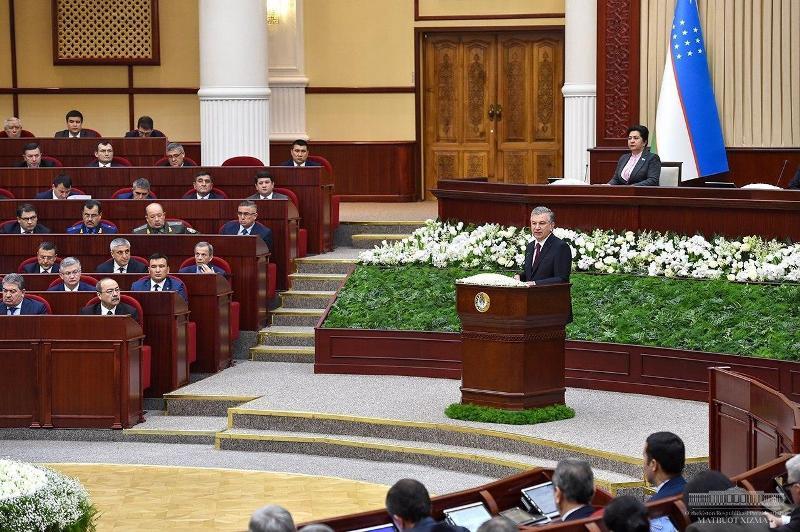 2 - Өзбекстан Республикасы Бас министри депутатлар ҳәм сенаторлар тәрепинен тастыйықланды