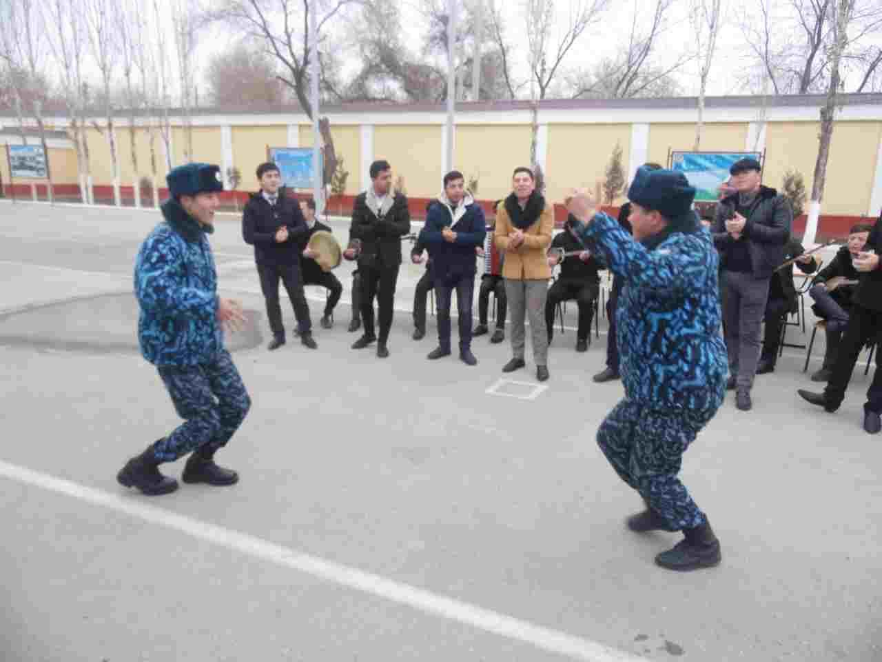 4 5 - Талантлы студентлер әскерий бөлимде байрам концертин шөлкемлестирди