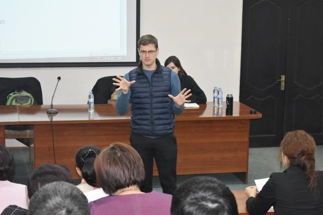 DSC 0500 - Институтта америкалы тренер-оқытыўшылар илимий-методикалық семинар өткерди