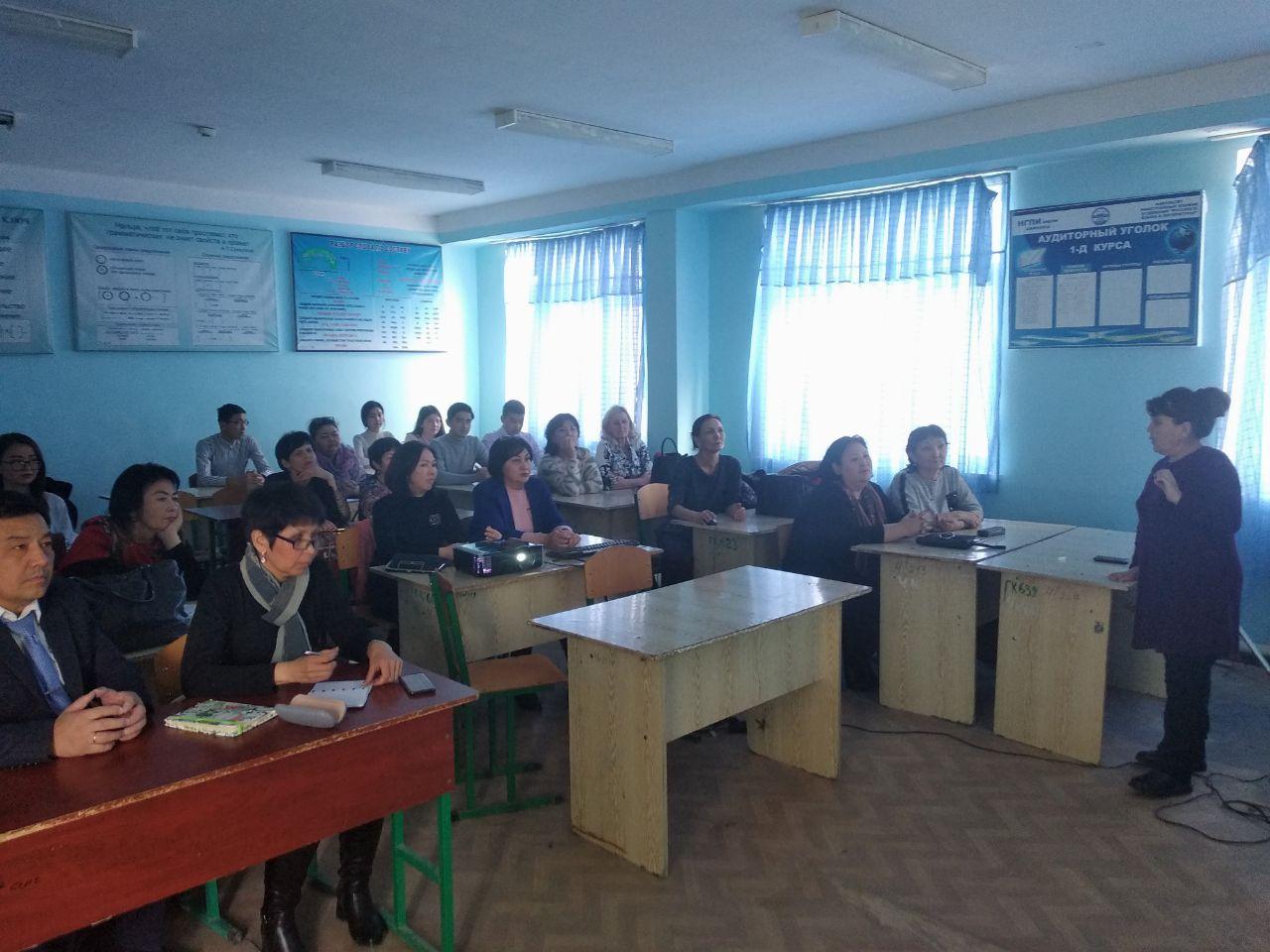 1 38 - 26 февраля 2020 года на факультете Иностранных языков сотрудниками Информационно-ресурсного центра был проведен семинар по использования международных баз Scopus, ScienceDirect, Mendeley компании Elsevier