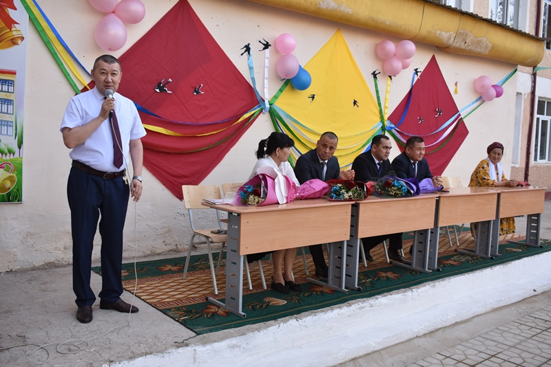 "DSC 0873 - Minister Abdukodir Tashkulov wished a ""good journey"" for school leavers of Nukus"